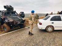 Çamura Saplanan Aracı Jandarma Kobra İle Kurtardı