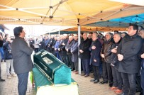 CHP'li Öztunç'un Babasının Cenazesi Toprağa Verildi
