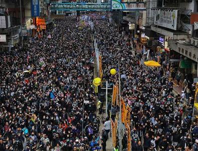 Hong Kong'da yeni yılın ilk günü protestolarla başladı