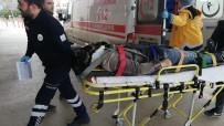 Minibüs İle Hafif Ticari Araç Çarpıştı Açıklaması 1 Yaralı