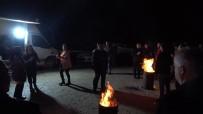 Ormanlık Alanda Ateş Yakıp Yılbaşını Eğlenerek Karşıladılar