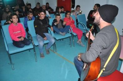 Yüksekova'da Engelli Öğrencilere Mini Konser