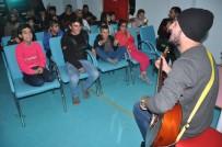 ENGELLİ ÖĞRENCİLER - Yüksekova'da Engelli Öğrencilere Mini Konser
