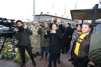 Bu Kez Belediye Başkanı Arı, Gazetecilerin Fotoğrafını Çekti
