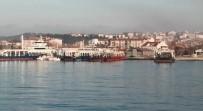 BALIKÇI TEKNESİ - Çanakkale'de Feribot İle Balıkçı Teknesi Çarpıştı