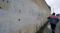 KÖRFEZ - Körfez'de Duvar Yazıları Temizleniyor