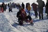 RESIM SERGISI - Bir Metreyi Aşan Karda Coşkulu Festival
