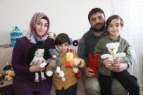 İki Çocuk Annesi Çok Sevdiği Bebeklerden Para Kazanıyor