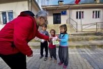 FOTOĞRAFÇILIK - Osmaniye Fotoğraf Sanatçıları Derneğinden Köy Okullarına Kitap Desteği