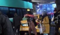 ROMANYA - (Özel) Taksim'de Taksici İle Kadın Turistin Şemsiye Ve Tekmeli Kavgası Kamerada