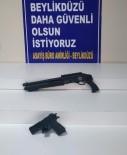 Polisin Şüphelendiği Araçta 4 Farklı Silah Bulundu