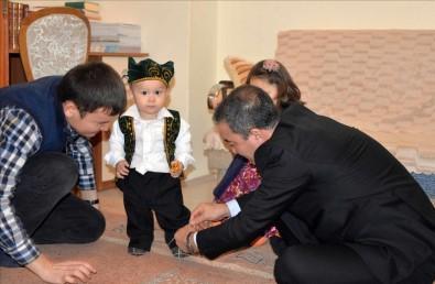 Rektör'den Kazakistanlı Öğrenciye Atalık Jesti