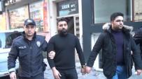 ALACAK VERECEK MESELESİ - Taksim'de Turistler Birbirine Girdi Açıklaması 2 Kişi Bıçaklandı