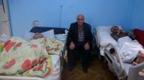 ALI EKBER - 65 Yaşında Yatalak İki Çocuğuna Bakan Baba Yardım Eli Uzatılmasını Bekliyor