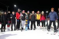 Bakan Varank Ergan Dağı'nda Gece Kayağı Yaptı
