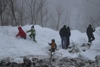 Bolu Dağı'nda Hafif Kar Yağışı Ve Sis Etkili Oluyor