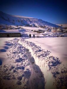 Bu Köyde Kar Kalınlığı Yarım Metreyi Geçti