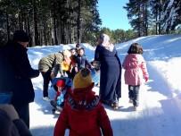 Burhaniyeli Öğrenciler Kar Görmek İçin Kazdağına Gitti