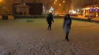 Kars'ta Soğuk Hava Yerini Kar Yağışına Bıraktı