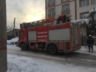 Yüksekova'da Yangın Korkuttu