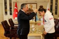 AVRUPA KUPASI - AİÇÜ Rektörü Prof. Dr. Karabulut, Şampiyon Sporcuyu Kutladı