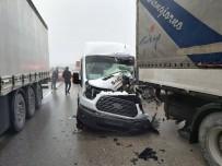 YOLCU MİNİBÜSÜ - Amasya'da Zincirleme Trafik Kazası Açıklaması 7 Yaralı