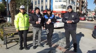 Balıkesir'de, Kadın Polisler, Kadın Şiddetine Dikkat Çekmek İçin Broşür Dağıttı