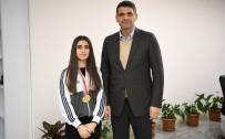 SATRANÇ FEDERASYONU - Başkan Kocaman, Genç Satranç Sporcunu Ağırladı