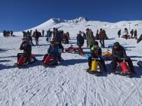 Çözüm Koleji Öğrencilerinin Erciyes'te Kayak Keyfi