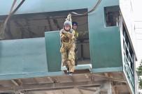 ADRENALIN - Japon Savunma Bakanı Kono, 11 Metre Yükseklikten Atladı