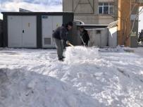 Kars'ta Belediye İşçilerinin Kar Mesaisi Başladı