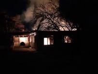 YANGINA MÜDAHALE - Kaş'ta Ev Yangını
