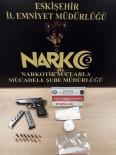 ŞÜPHELİ ARAÇ - Polisin Uygulama Esnasında Durdurduğu Araçtan Uyuşturucu Madde Ve Ruhsatsız Silah Çıktı
