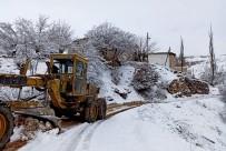 YAĞAN - Pütürge'de Karla Mücadele Sürüyor