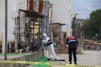 AĞIR YARALI - Antalya'da Tahliye Pompası Patladı Açıklaması 1 Ölü