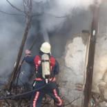 YANGINA MÜDAHALE - Elazığ'da Metruk Ev Yangını