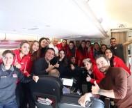 MILLI TAKıM - Filenin Sultanları uçakta böyle eğlendi