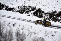 TAŞIMALI EĞİTİM - Gümüşhane'de Karla Mücadele Çalışmaları Devam Ediyor
