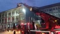 YANGINA MÜDAHALE - Hastane Çatısındaki Yangın Korkuttu