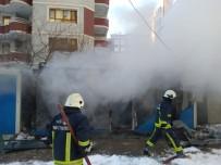 YANGINA MÜDAHALE - İnşaat Alanında Çıkan Yangın İtfaiyeyi Alarma Geçirdi