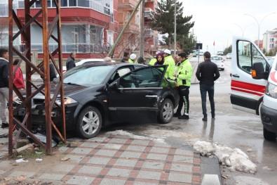 Karaman'da Otomobille Hafif Ticari Araç Çarpıştı Açıklaması 1 Yaralı