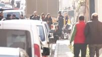 ALACAK VERECEK MESELESİ - Sokak Ortasında Kadını Silahla Rehin Alan Zanlı Tutuklandı
