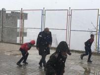 YEŞILYUVA - Uludere İlçe Milli Eğitim Müdürü Demirtaş Öğrencilerle Kartopu Oynadı