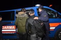 KAÇAK GÖÇMEN - 20 Kaçak Göçmeni Minibüste Bırakıp Kaçtı