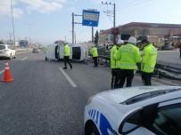 KÖRFEZ - Bariyerlere Çarpan Otomobil Yan Yattı Açıklaması 1 Yaralı