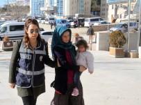Dilenci Kılığında Ev Soyan Kadın, Kucağında Çocukla Adliyeye Sevk Edildi