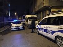 Küçükçekmece'de Gürültü Yapan Gruba Müdahale Eden Polis Babasına Darp Açıklaması2 Yaralı