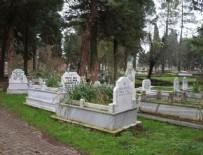 KEMAL SUNAL - Mezarlıkta yönleri farklı mezarlar şaşırtıyor