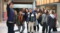 KÜLTÜR VE TURIZM BAKANLıĞı - Troya Müzesi'ne 'Müzede Selfie Günü' Akını