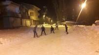 FUTBOL MAÇI - Yüksekova'da Çocukların Eksi 25 Derecede Futbol Aşkı
